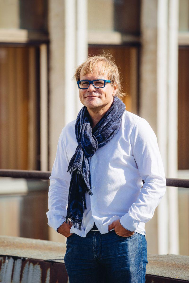 """Timo Steiner ( """"Ülo Sooster. Mees, kes kuivatas rätikut tuule käes"""", Baltic Film Production, rež. Lilija Vjugina)"""